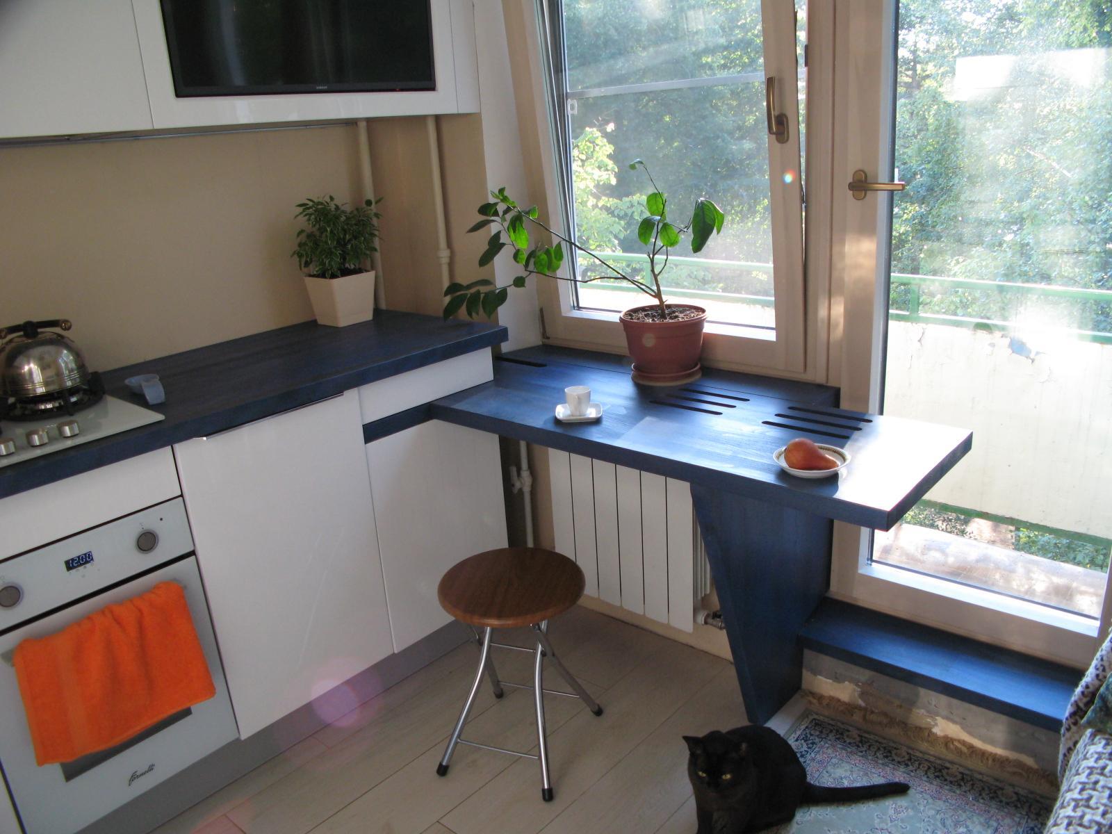 Складной столик вместо подоконника