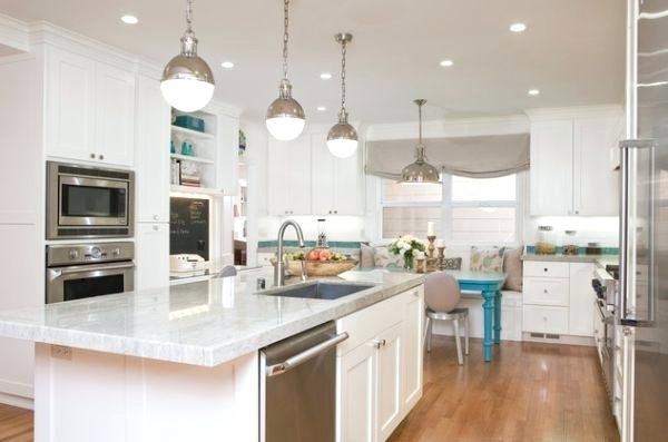 Освещение в белой кухне