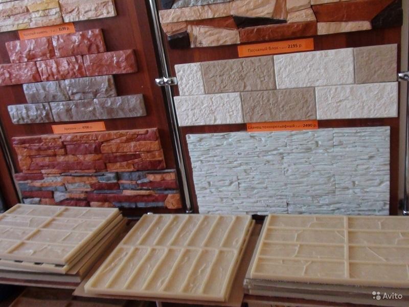 Магазины предлагают плитку под кирпич разных фактур и силиконовые формы для самостоятельного изготовления гипсовой плитки