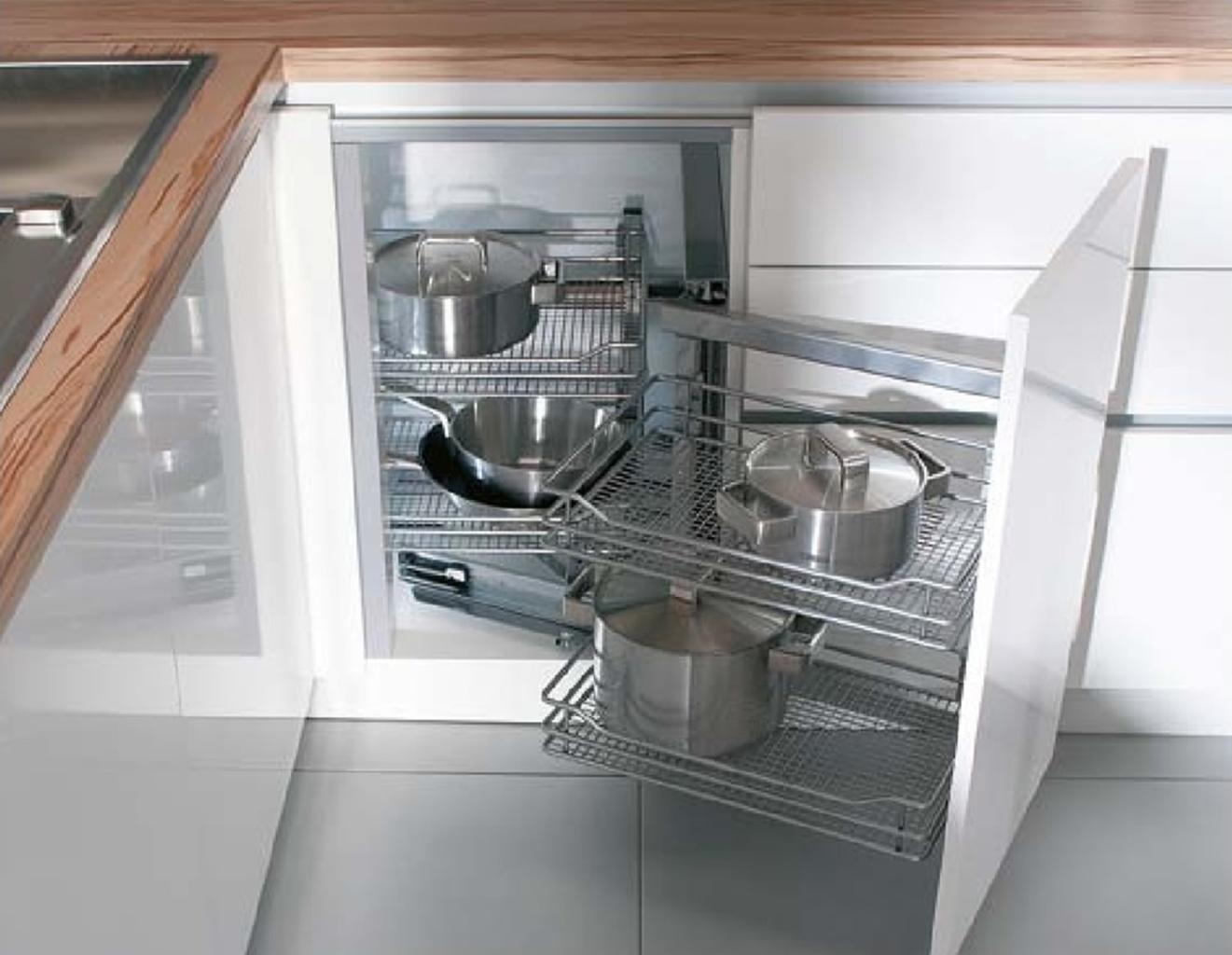 Угловой шкаф с выдвижным механизмом