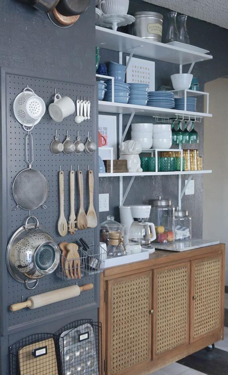 внешнее хранение кухонной утвари.
