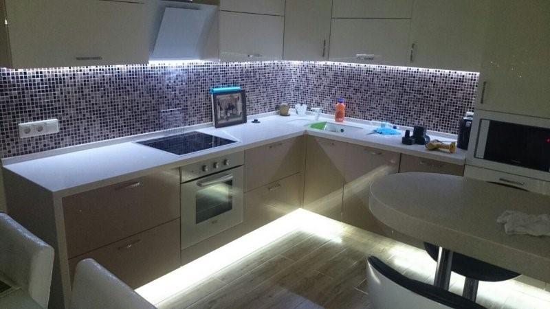 Кухня в стиле хай тек - примеры оформления интерьера