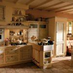 Деревянная кухня в стили кантри