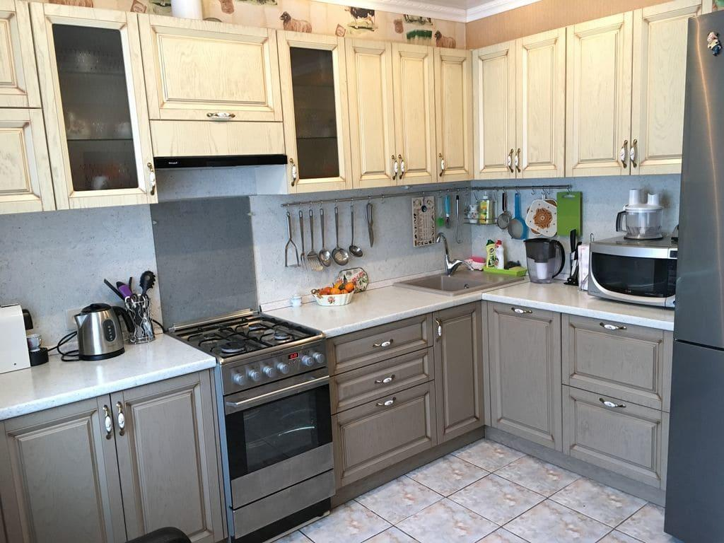 Кухня из светлого дерева