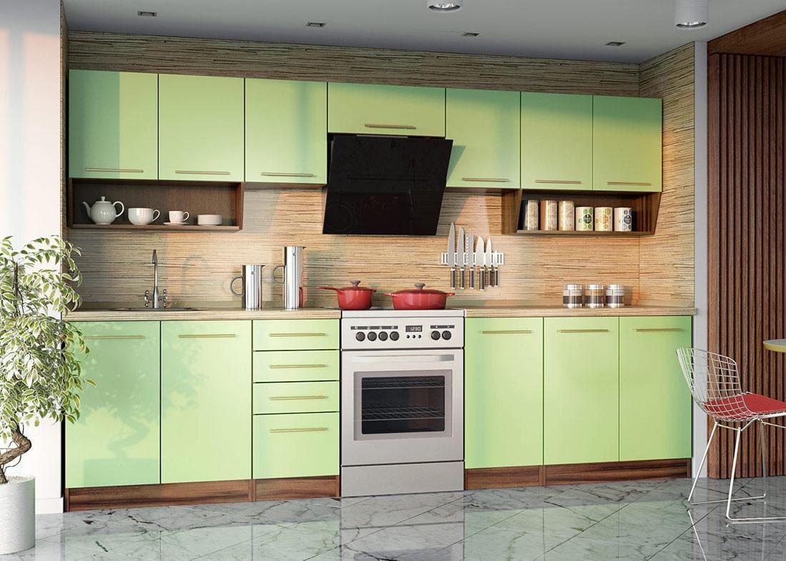 Стены, задекорированные под дерево, в сочетании с зеленым кухонным гарнитуром