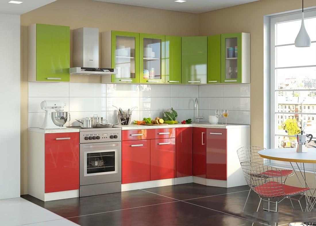 Красный низ и зеленый верх в кухонном гарнитуре