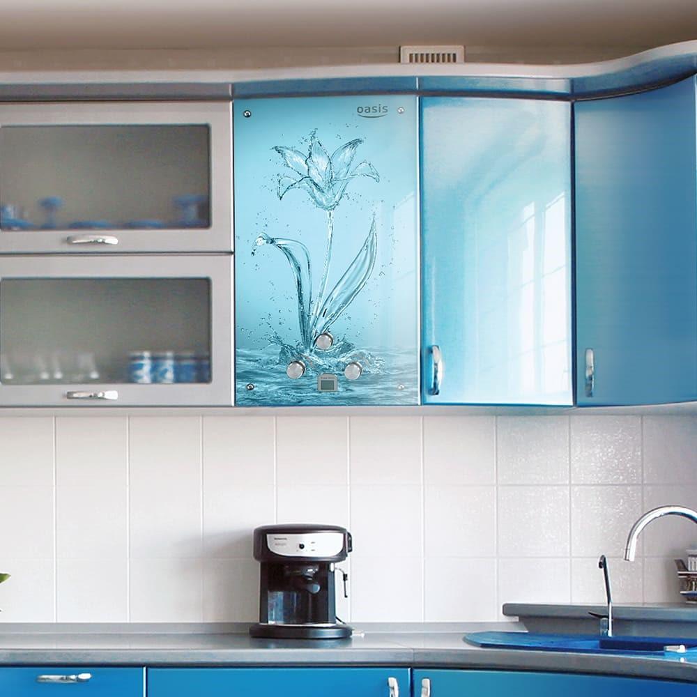 Колонка в кухне хрущевке под цвет гарнитура, с интересным принтом