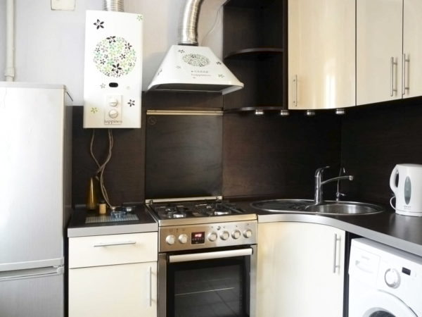 Варианты кухни в хрущевке с газовой колонкой - идеи размещения и оформления интерьера