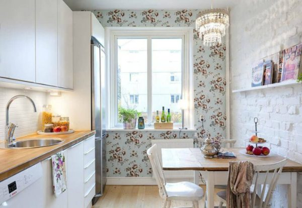 Какие обои выбрать для маленькой кухни зрительно увеличивающие пространство