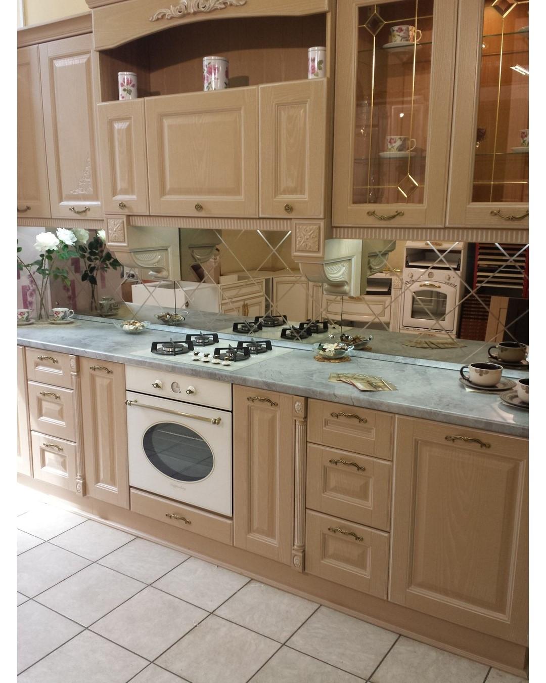Фартук из зеркальной плитки на кухню - виды,монтаж и детали оформления