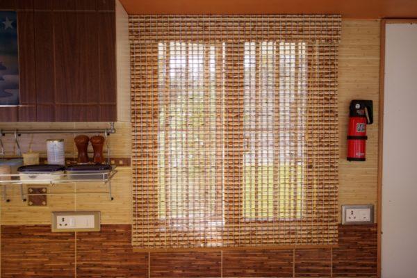 Современные шторы на кухню - мода и тренды 2021 года