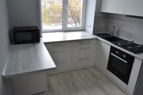 Использование подоконника как столешницу в кухне в панельном доме