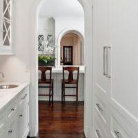 Классическая арка в небольшой кухне