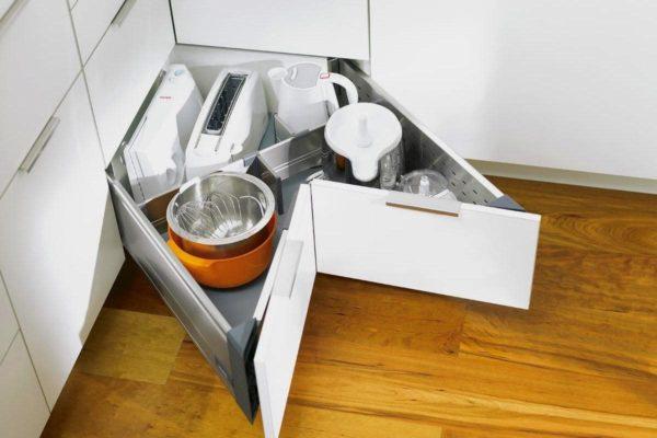 Хранение в угловом шкафу г образного гарнитура