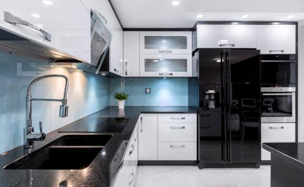 Холодильник в стиле хай-тек