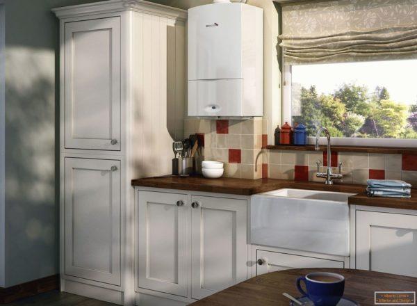 Газовый котел на кухне в частном доме