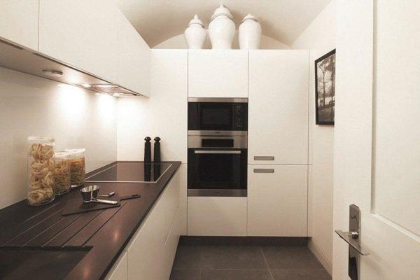 Встроенный пенал в кухонный гарнитур