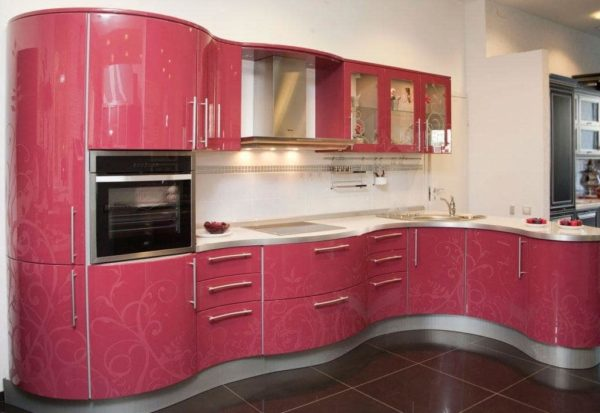 Кухонный гарнитур с радиусными фасадами