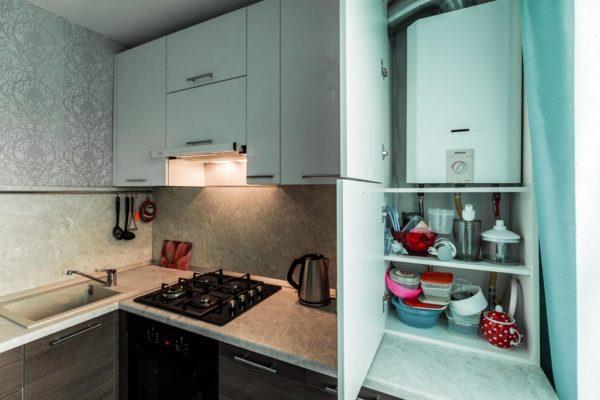 Расположение газовой колонки в шкафу в маленькой кухне