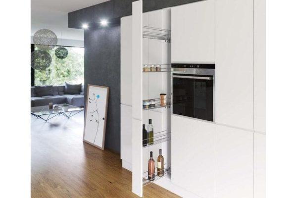 Кухня со шкафом пеналом - виды, размеры и организация хранения