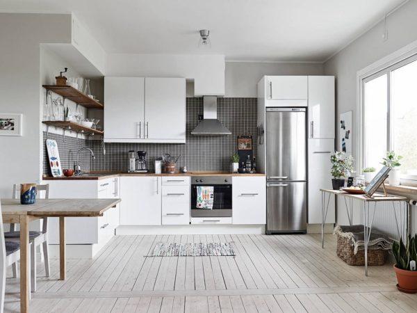 Интерьер с угловой планировкой кухонного гарнитура