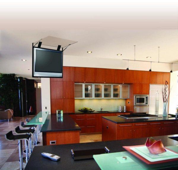 Телевизор на кухне под потолком