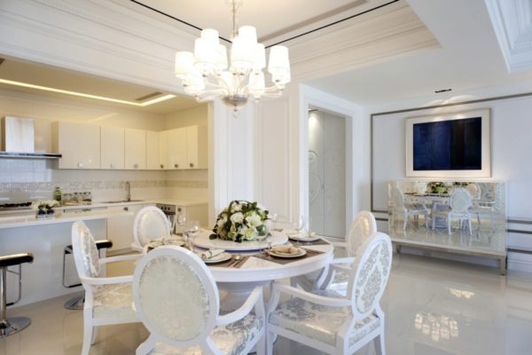 Белая кухня- столовая