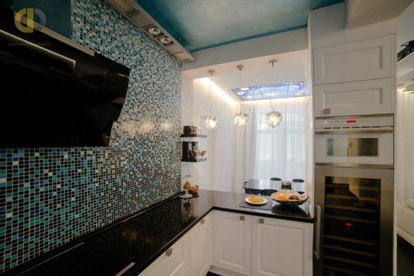 Черная столешница в интерьере кухни - какой подобрать гарнитур и фартук