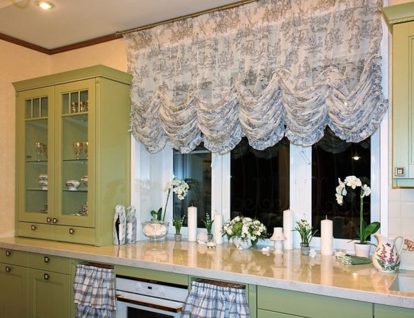 Как выбрать французские шторы на кухню - оформление интерьера и уход