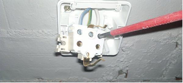 Подключение вытяжки на кухне к вентиляции и электросети - пошаговая инструкция