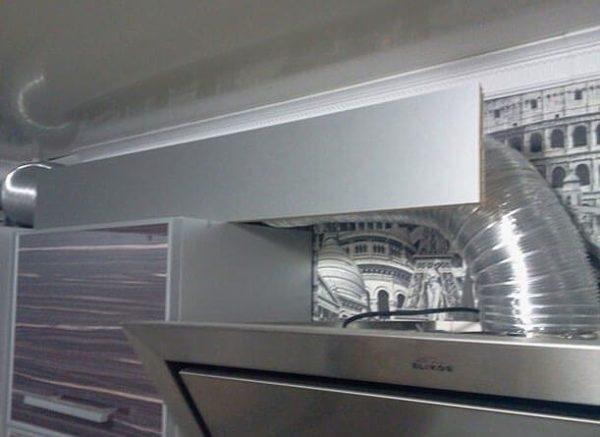 Как скрыть трубу от вытяжки на кухне - варианты маскировки и декорирования