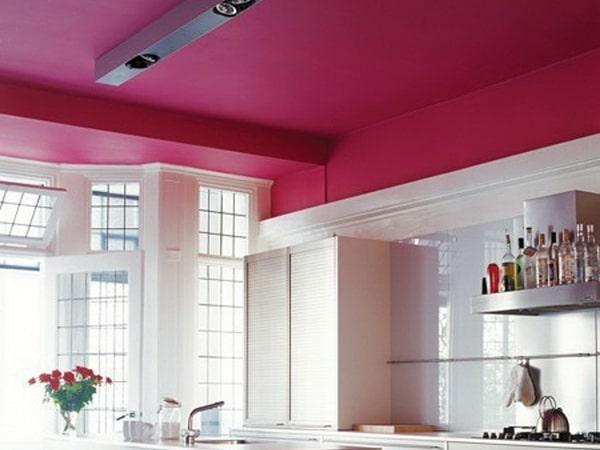 Выбираем лучшую краску для потолка на кухне - как покрасить своими руками