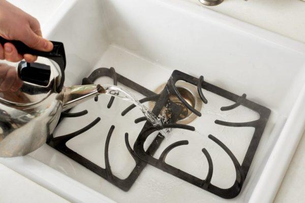Как и чем очистить плиту от застарелого жира с помощью различных средств