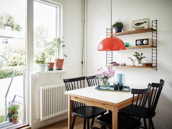 Как оформить дизайн и декор для стен на кухне возле обеденного стола