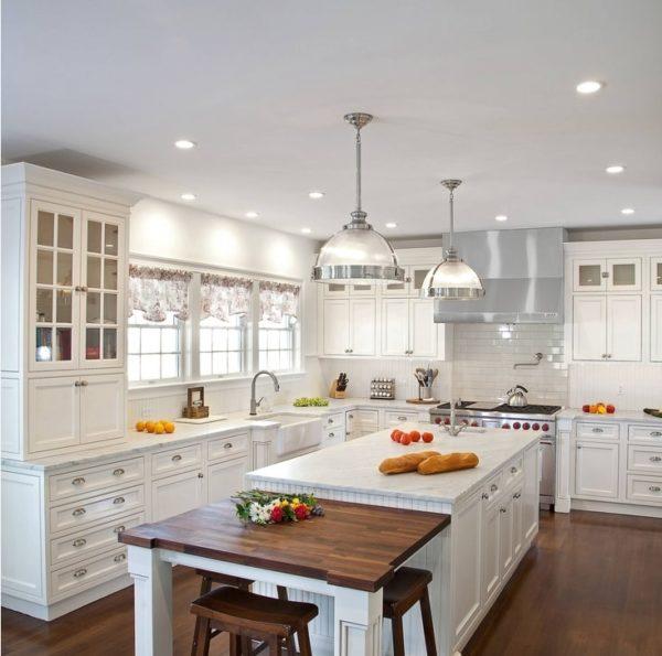 Дизайн белой кухни в классическом стиле - оформление уютного интерьера
