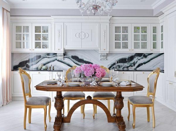 Кухня в классическом стиле в светлых тонах - идеи оформления дизайна