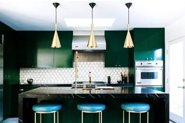Темная кухня в интерьере - идеи оформления в современном стиле