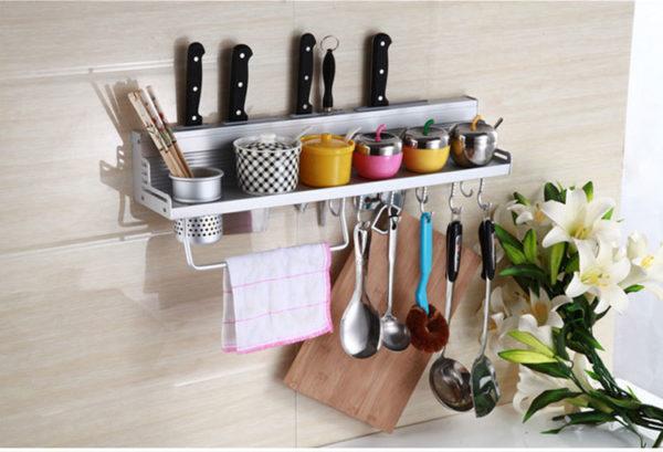 Полки в интерьере кухни - варианты расположения и дизайна