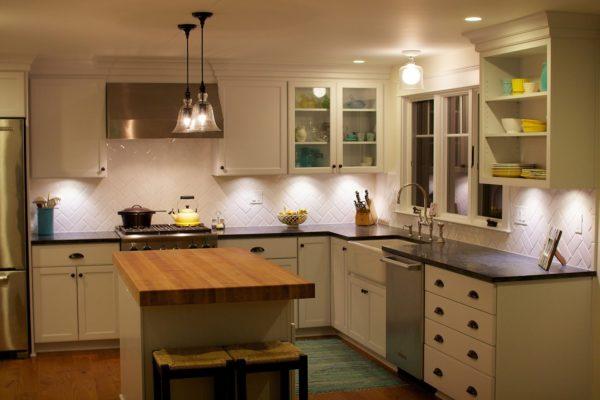 Освещение рабочей зоны на кухне - как подсветить солешницу