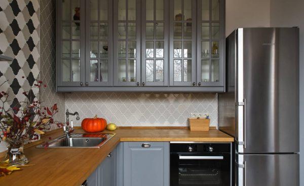 Дизайн кухни в серо - белых тонах: идеи оформления интерьера