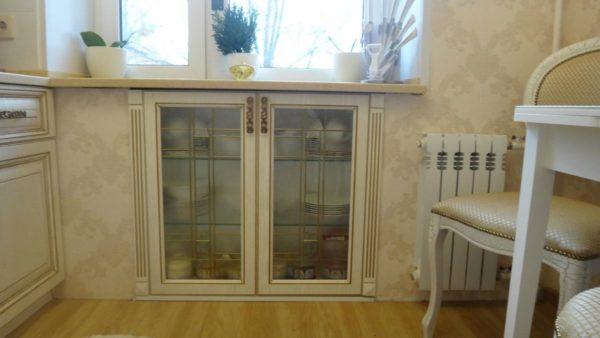 Хрущевский холодильник под окном в кухне - варианты отделки